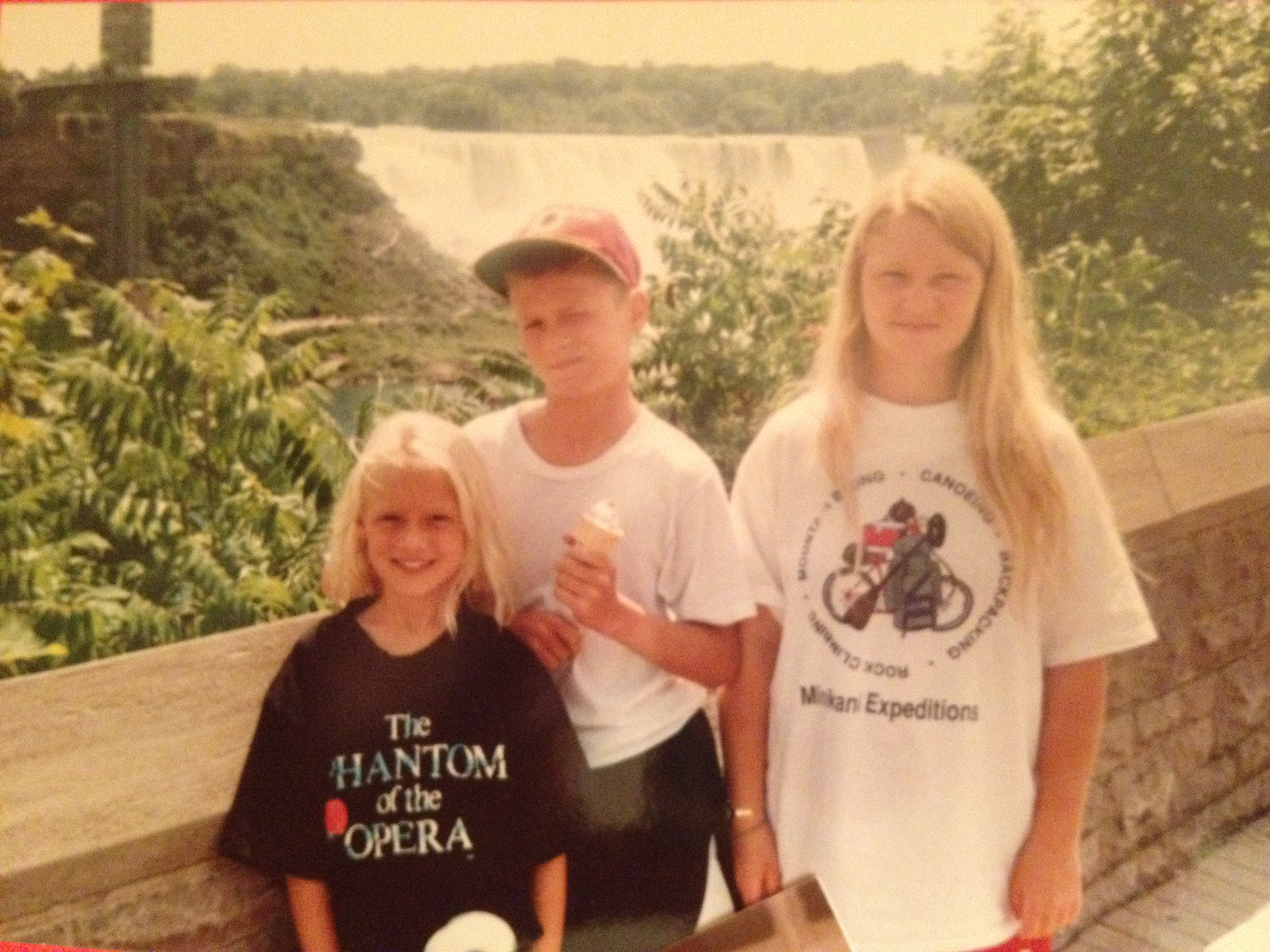 Yup...that's me in the front rockin' a Phantom of the Opera t-shirt.